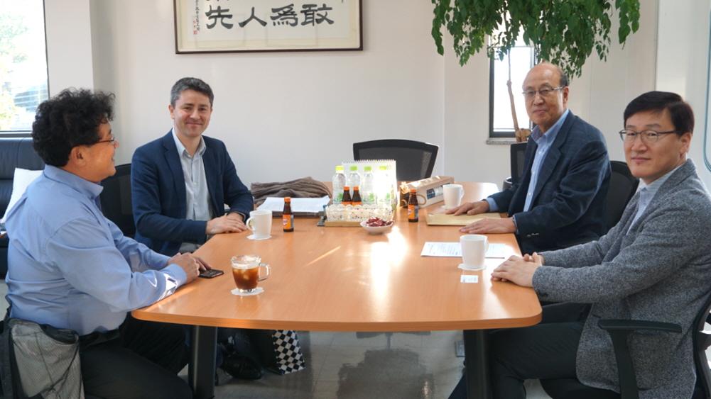 Department Head of Korean Studies at Université Bordeaux Montaigne Visits SNUAC